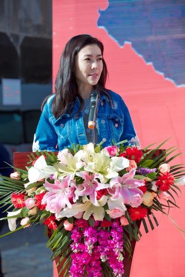 3、时尚集团总裁、芭莎公益慈善基金管委会主任苏芒女士致辞