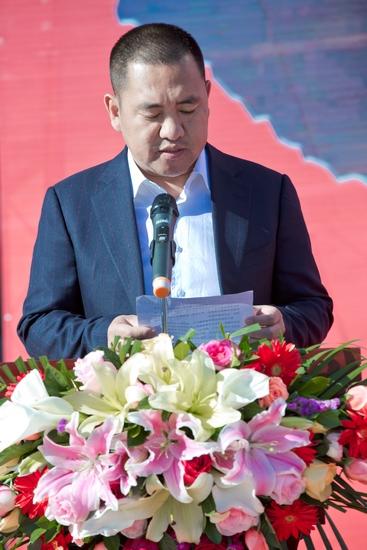 5、捐赠代表陕西成长地产控股集团董事长尹建国致辞