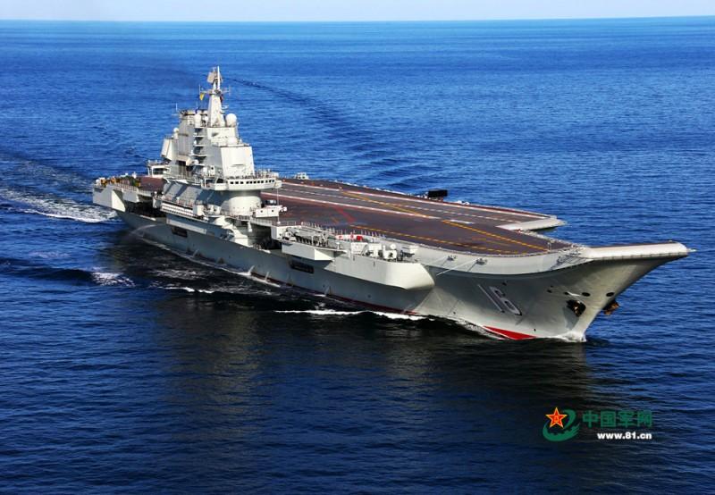 入役后的辽宁舰。查春明摄影