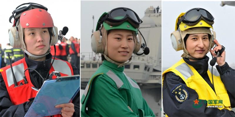 辽宁舰女兵与男兵一起值班。王松岐摄影