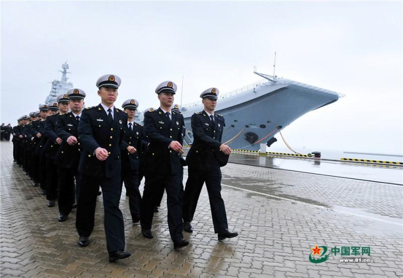 辽宁舰高级士官群体风采。张凯摄影