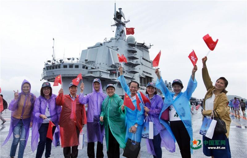 辽宁舰向公众开放。秦晴摄影