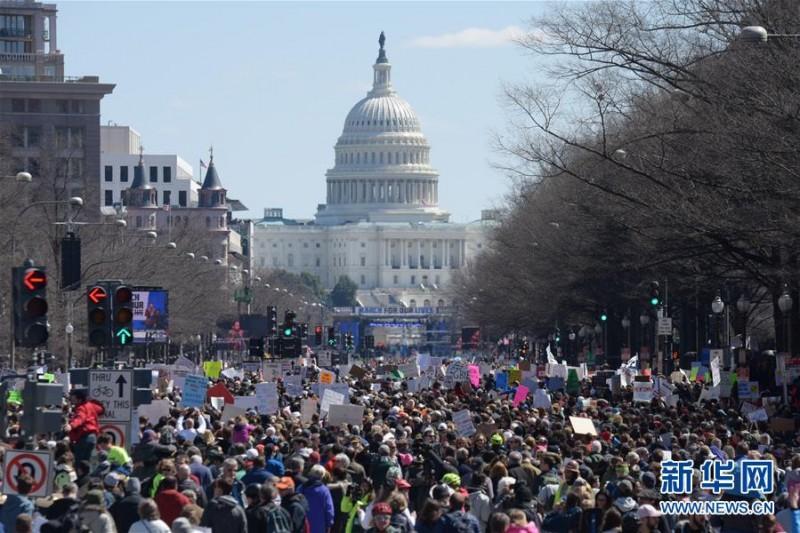 美国百余城镇民众游行呼吁