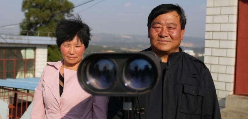 """目前,云南省曲靖市沾益区共有瞭望台6个,都是""""夫妻台""""或""""父女台"""",这些长期坚守在高山顶上的瞭望员,为生态环境默默奉献着青春与汗水,成为森林资源的""""安全守护者""""。"""