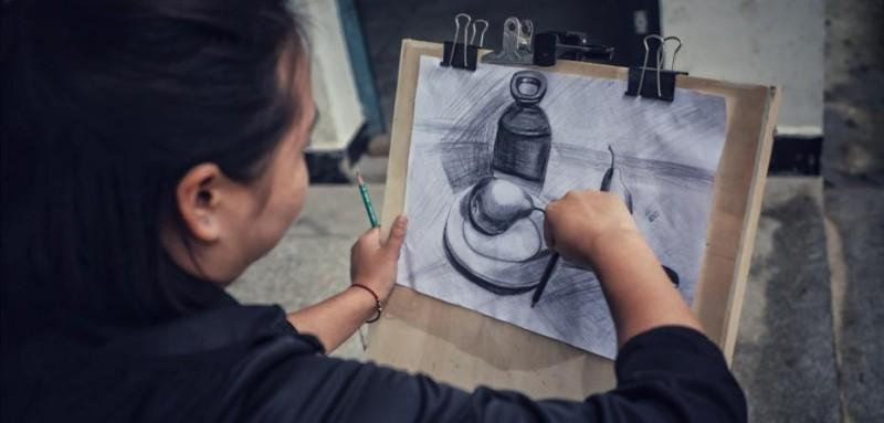没什么业余生活的查老师,唯一的爱好就是画画。