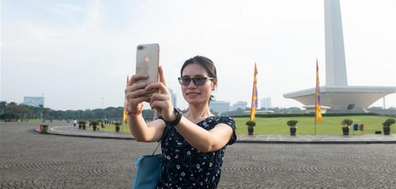 5月11日,史依凡在印度尼西亚雅加达独立广场拍照留念。