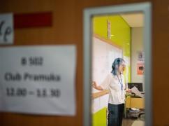 在印尼教13年汉语的青年教师