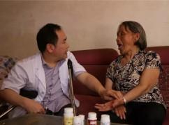3岁下肢瘫痪,扎根基层医疗38年