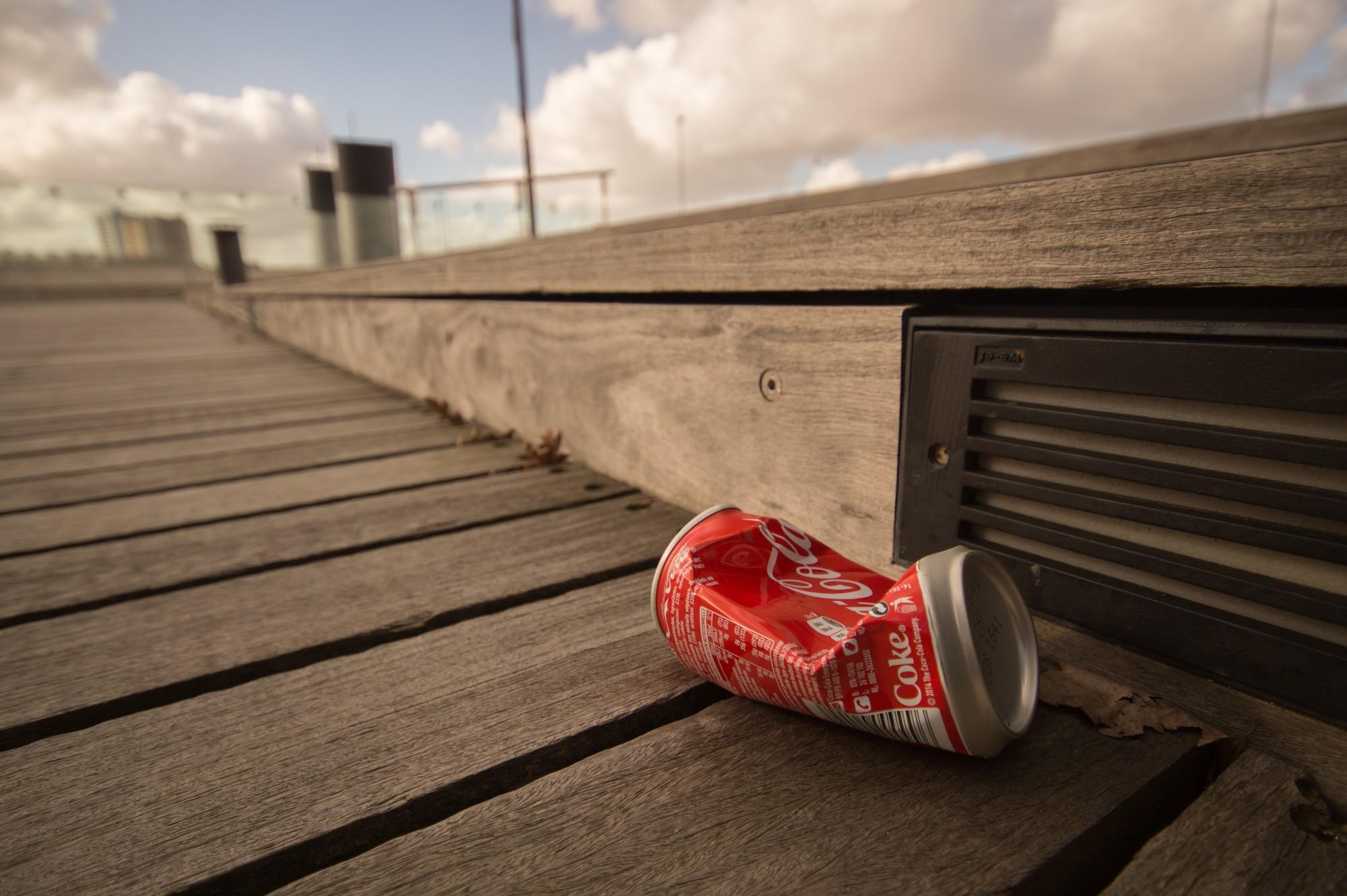 can-coca-cola-garbage-9343