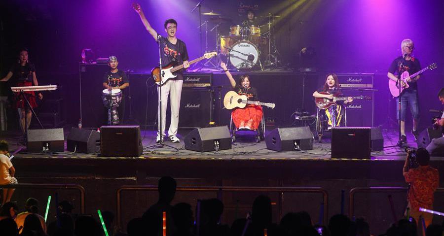 8月14日,8772乐队在演唱会上表演。来源:新华网