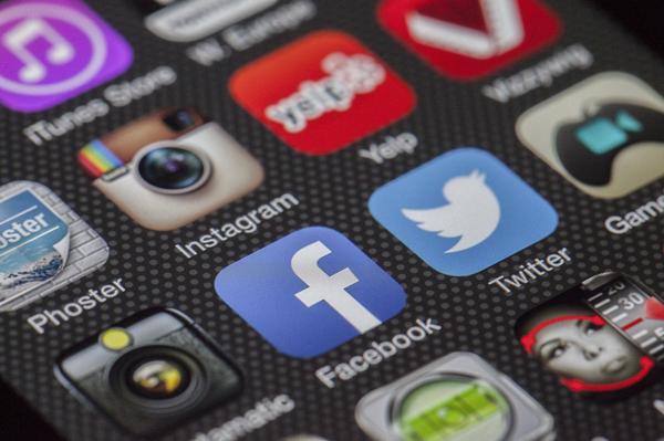 twitter-facebook-together-exchange-of-information-147413_副本