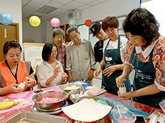 公益节:一起做月饼 温暖中秋节