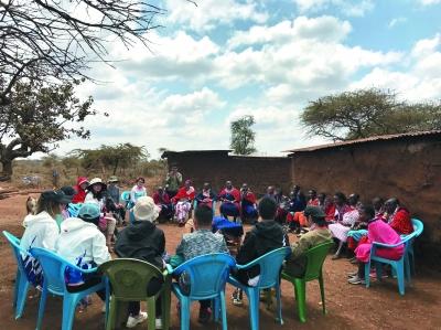 马赛村的妇女小组会议_b