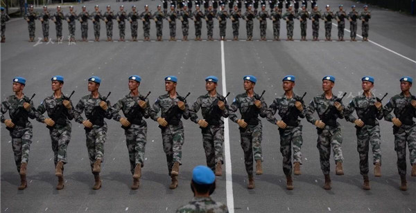 9月17日,参加庆祝中华人民共和国成立70周年阅兵活动维和部队方队的战士们在练习踢正步。维和部队方队将是第一次出现在国庆阅兵中,以体现我军维护世界和平和地区稳定的决心、能力。