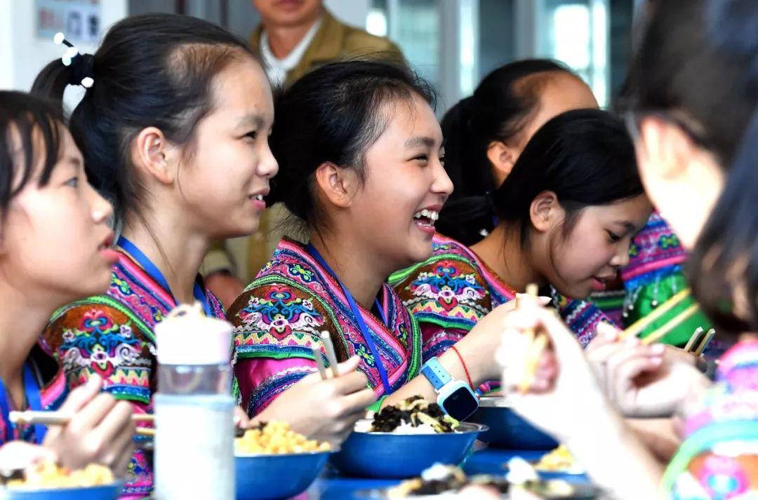 中國為何能義務教育入學率近100%?